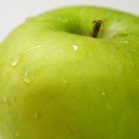 Granny Smith Apple close up By By wnk1029 [CC0 1.0 (https://creativecommons.org/publicdomain/mark/1.0/)]