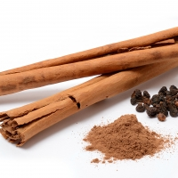 Cinnamon Sticks, Powder and Flowers By Simon A. Eugster [GFDL (http://www.gnu.org/copyleft/fdl.html) or CC BY-SA 3.0 (https://creativecommons.org/licenses/by-sa/3.0)], from Wikimedia Commons
