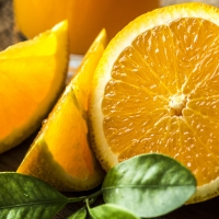 Orange Valencia cut in half cropped By rawpixel[CC0 1.0 (https://creativecommons.org/publicdomain/zero/1.0/deed.en)] via Pixabay